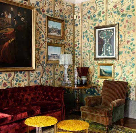 braune esszimmerstühle wohnzimmer braune wand