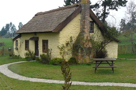 cottage building small old cottage www pixshark com images galleries