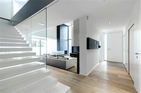 moderner eingangsbereich moderne haus in rum 228 nien c house parasite studio