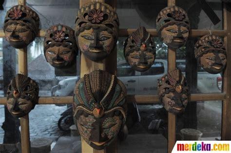 Hiasa Gantung Wayang Topeng China foto mengunjungi pengrajin topeng batik di gunung kidul