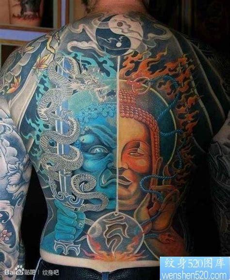 男生后背很酷的满背一半不动明王一半佛头纹身图片