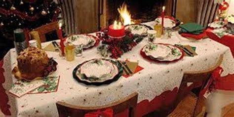 come addobbare una tavola natalizia tavola di natale ecco alcune idee per apparecchiare e