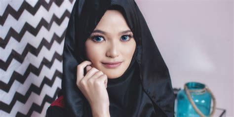 Lipstik Merah Marun Gelap variasi warna lipstik untuk pemilik bibir berwarna gelap co id