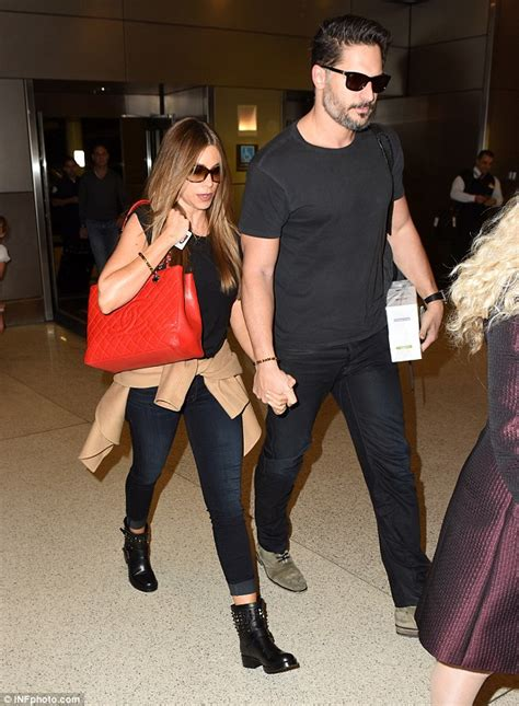 Jo In Leashes S Intl joe manganiello looks scruffy on way to daily mail