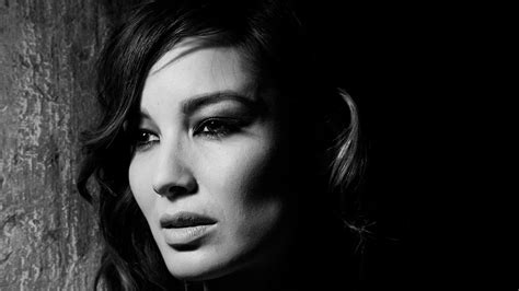 wallpaper black and white faces berenice marlohe lookig side black n white face closeup