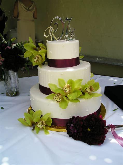 wedding pictures wedding photos wedding cake decorating file wedding cake with green floral decoration 2006 jpg