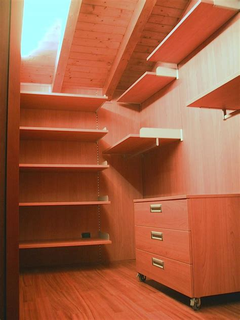 cabina armadio per mansarda cabina armadio totalmente personalizzabile idfdesign