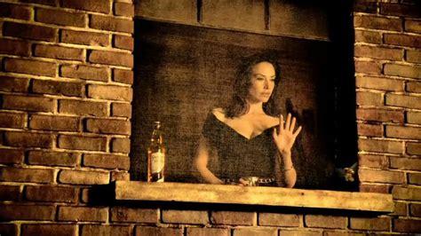 claire forlani dewars commercial dewar s highlander honey tv commercial featuring claire