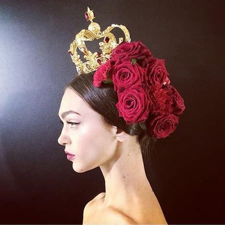cappelli con fiori acconciature con fiori nei capelli