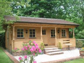 Affordable Cottage Kits by Best 25 Small Log Cabin Ideas On Small Cabins