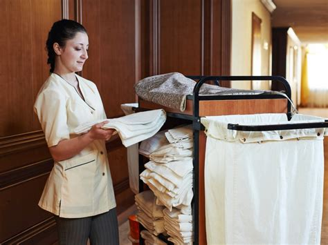 how much do you tip room service i work in room service at a 5 hotel these are the things i wish guests wouldn t