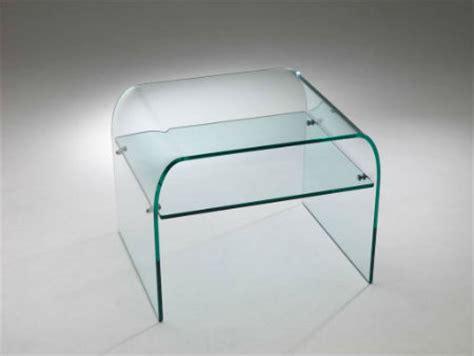 comodini in vetro da letto tavolini in vetro curvato contemporanei e di stile