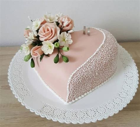 Decorating A Shaped Cake by Best 20 Shaped Cakes Ideas On