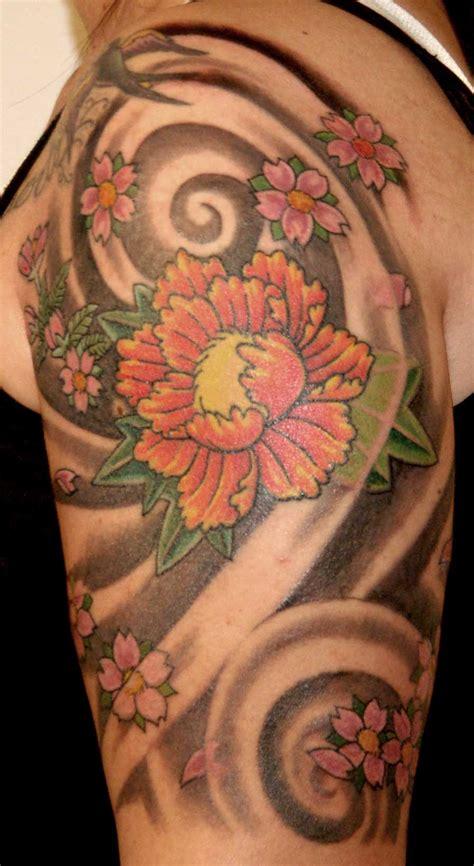 tatuaggi giapponesi braccio fiori braccio demoni draghi fiori giapponesi spalla realizzato