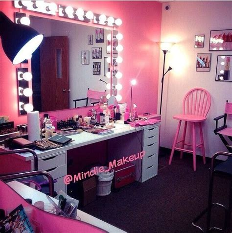 Makeup Room Decor 25 Best Ideas About Pink Vanity On Pinterest Vanity Table Antique Vanity Table And