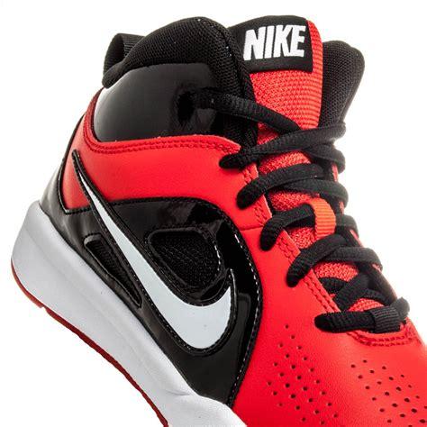 school nike basketball shoes nike team hustle d 6 gs grade school boys basketball