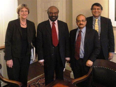Shiv Nadar Mba Reviews by Shiv Nadar Visits Harvard Lakshmi Mittal South Asia