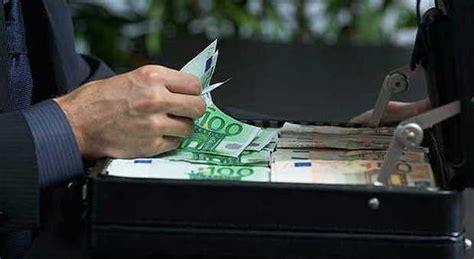 promotore finanziario promotore finanziario mediolanum fa sparire 300mila