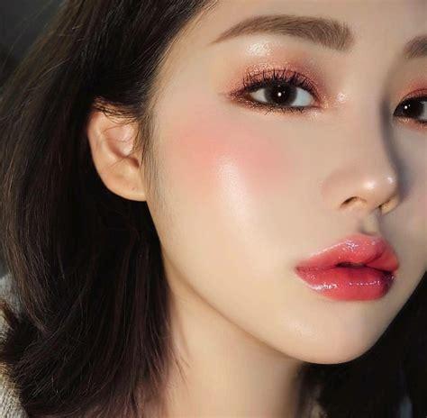memakai krim kinclong beauty cream wajah
