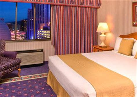 circus circus rooms reno hotel rooms book now at circus circus reno