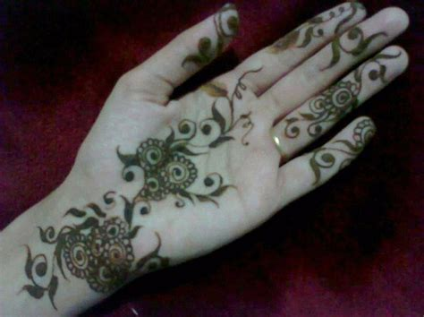 simple mehndi designs for girls 006 life n fashion