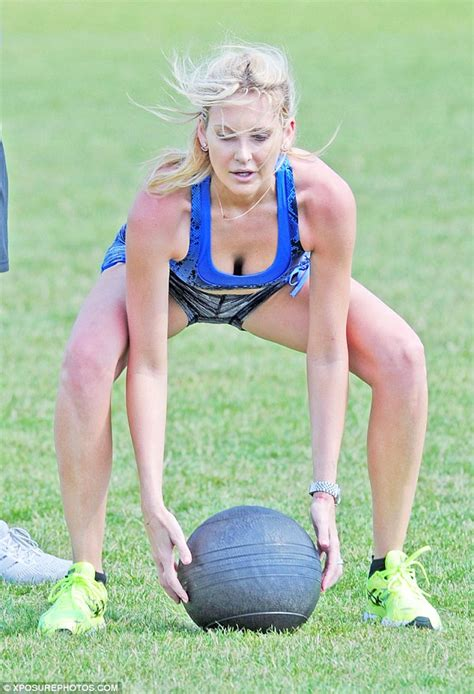 4minute are sexy working up a sweat in high cut made in chelsea s stephanie pratt works up a sweat in the