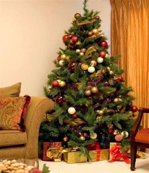 decorating christmas tree burlap
