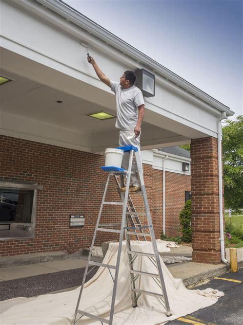 Dachuntersicht Streichen Welche Farbe by Dach 252 Berstand Streichen 187 So Wird S Gemacht