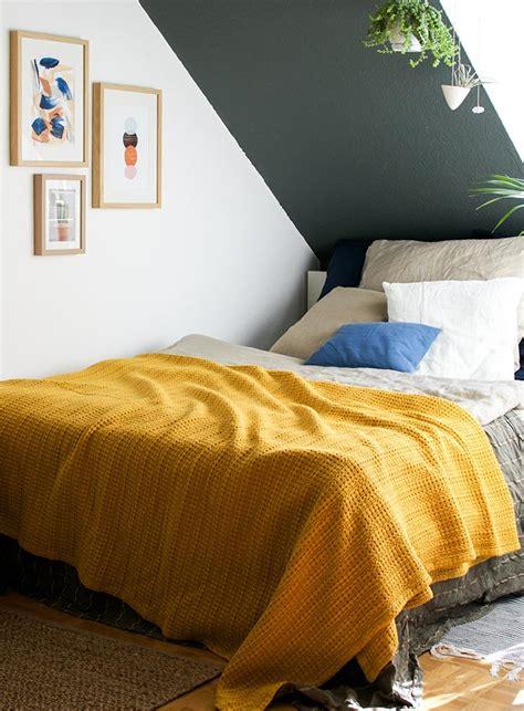 come imbiancare il soffitto soffitto colorato pareti bianche tinteggiatura pareti