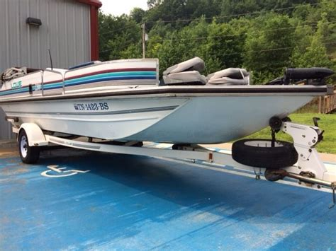 lowe deck boats for sale used lowe silhoutte 2200 1993 for sale for 8 000 boats from