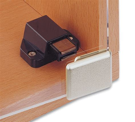Glass Door Magnetic Latch 1602 Inset Glass Door Corner Cling Magnetic Latch And Handle The Wholesale Glass Company
