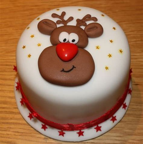 fun christmas cake with reindeer cake decor jpg