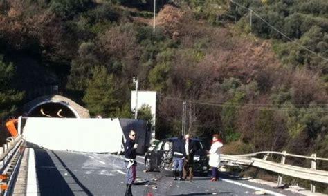 incidente autostrada dei fiori foto incidente autostrada dei fiori bloccata 4 di 6