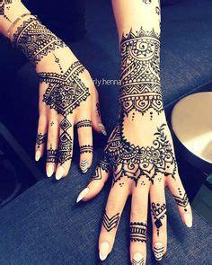tattoo rihanna wrist rihanna s hand wrist tattoo i kinda dig it wouldn t