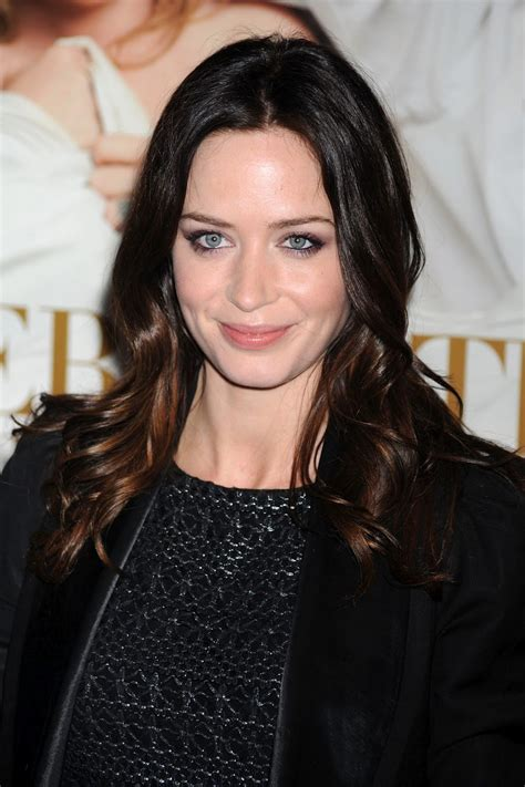 actress emily a new life hartz english actress emily blunt hairstyle