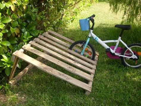 diy pallet projects pallet bicycle rack pallets designs