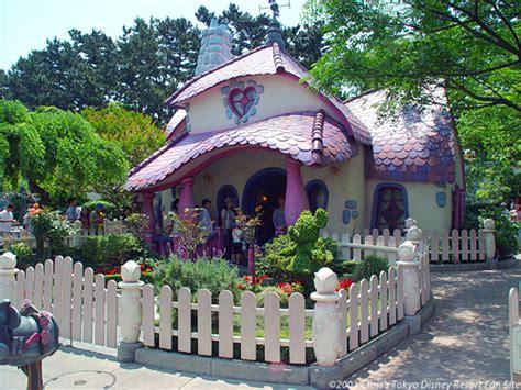 Minnie S House Tokyo Disneyland