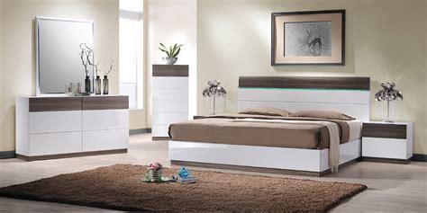 factors to consider on buying your bedroom dresser la