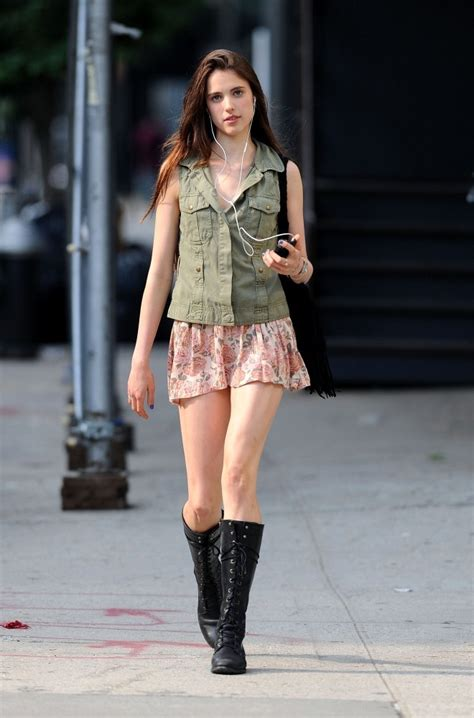 like the knee length boots with flora skirt winter idea