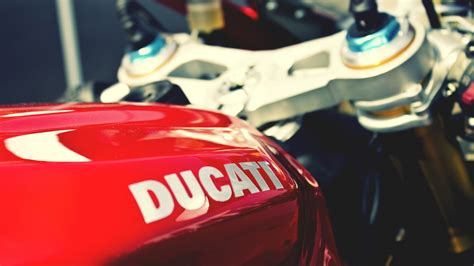 wallpaper iphone 6 ducati ducati logo wallpaper wallpapersafari