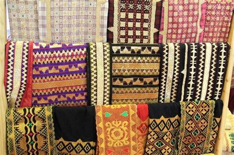Kain Tenun Blangket Putih Motif Kalimantan kain tradisional khas indonesia