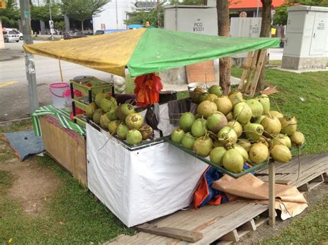 membuat zpt air kelapa penjual air kelapa tersenyum lebar sepanjang ramadan