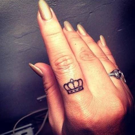 tattoo on finger pinterest the 25 best small diamond tattoo ideas on pinterest