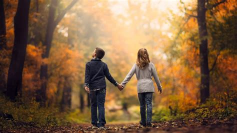 wallpaper couple photos childhood walking love couple wallpaper 00258 baltana