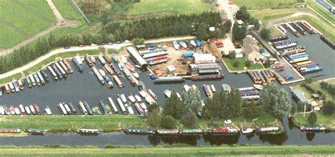 boating holidays cambridge fox narrowboats narrowboat holidays day boat hire uk