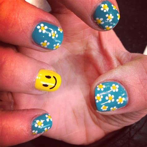 daisy pattern nails 30 best images about hippie nails on pinterest nail art