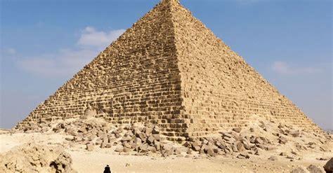 pyramid builders egyptians building pyramids