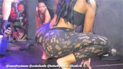 lap dance mp sultry simone gives another chick a lap dance 2014 mp3