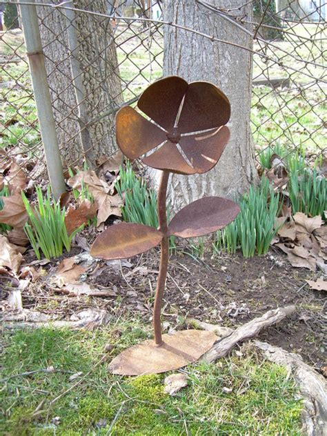 rustic metal yard flower lawn art sculpture by