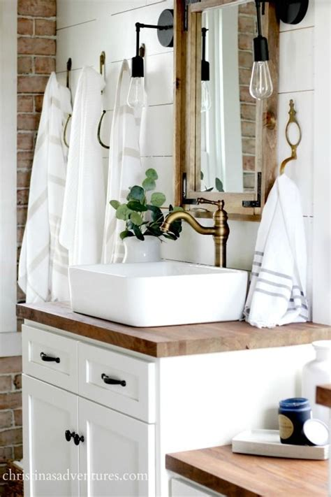 farm bathrooms 25 best ideas about farmhouse bathrooms on pinterest